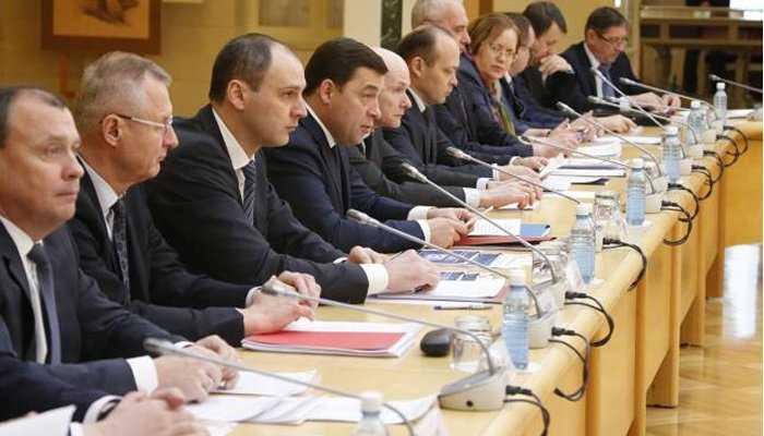 Губернатор поручил до 15 февраля выработать комплекс мер по устойчивому развитию экономики Свердловской области
