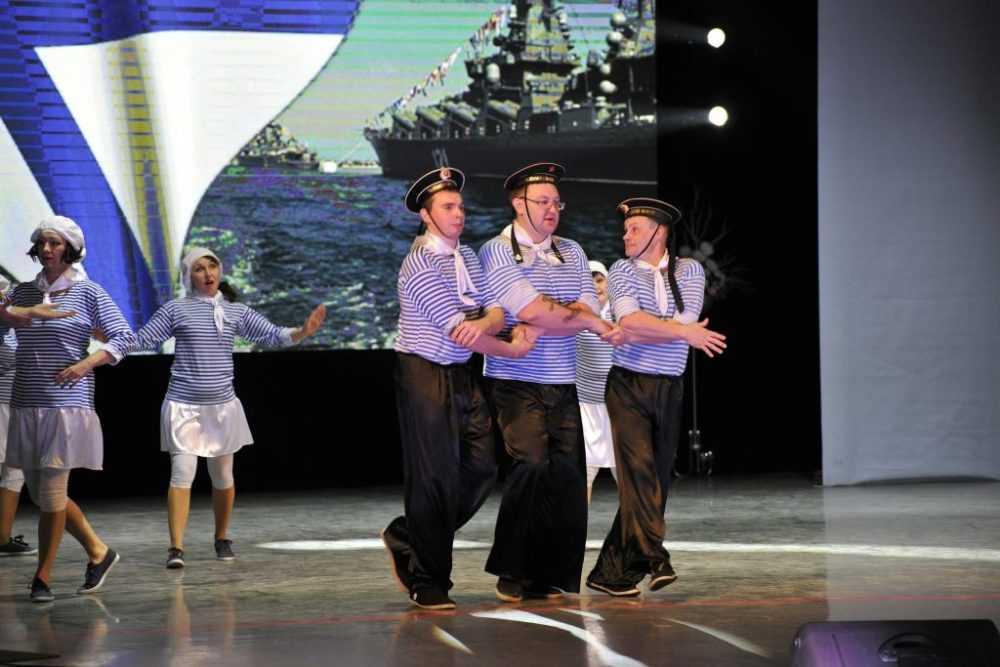 В фестивале-конкурсе «Танцующий Первоуральск-2017» приняла участие команда Администрации