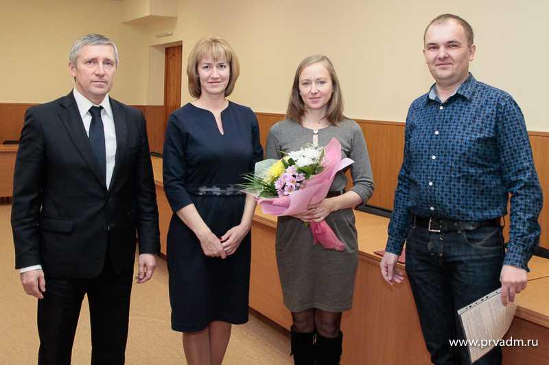 Валерий Хорев вручил сертификаты молодым семьям Первоуральска на сумму более двух миллионов рублей