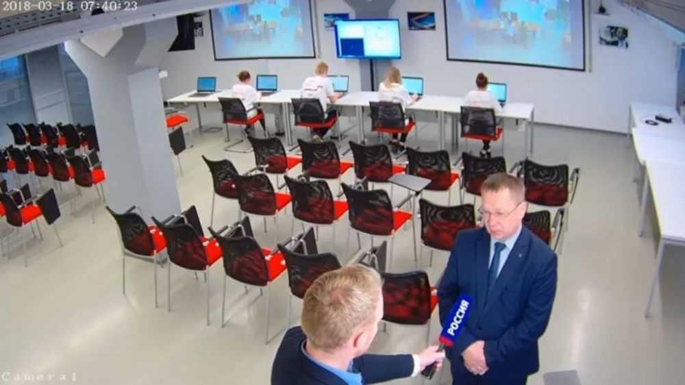 Валерий Хорев посетил площадку центра общественного наблюдения за выборами