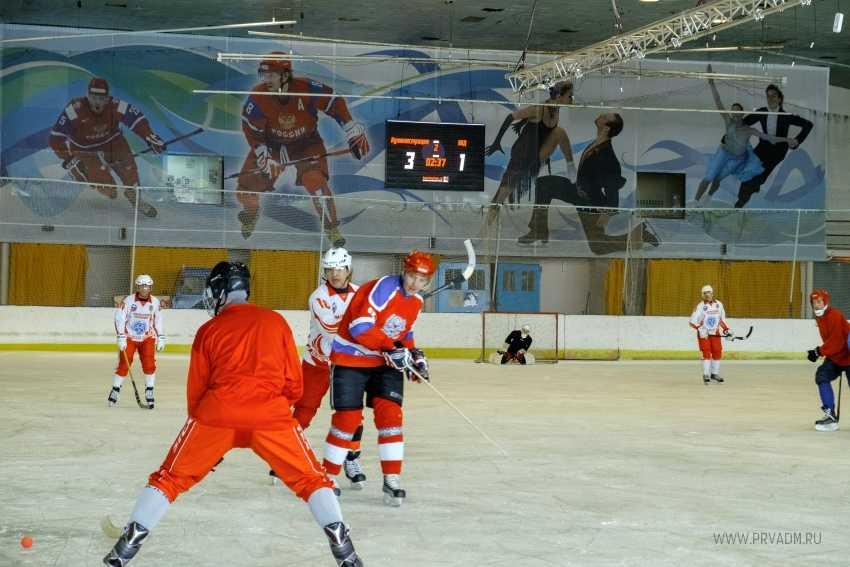 Сборная команда администрации приняла участие в турнире по мини - хоккею
