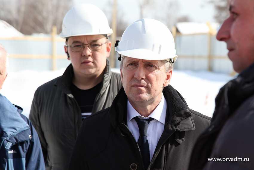 Валерий Хорев проинспектировал строительную площадку по возведению здания ФОК