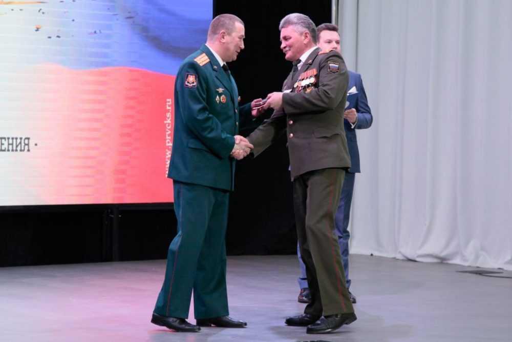 Валерий Хорев поздравил личный состав военкомата с профессиональным праздником