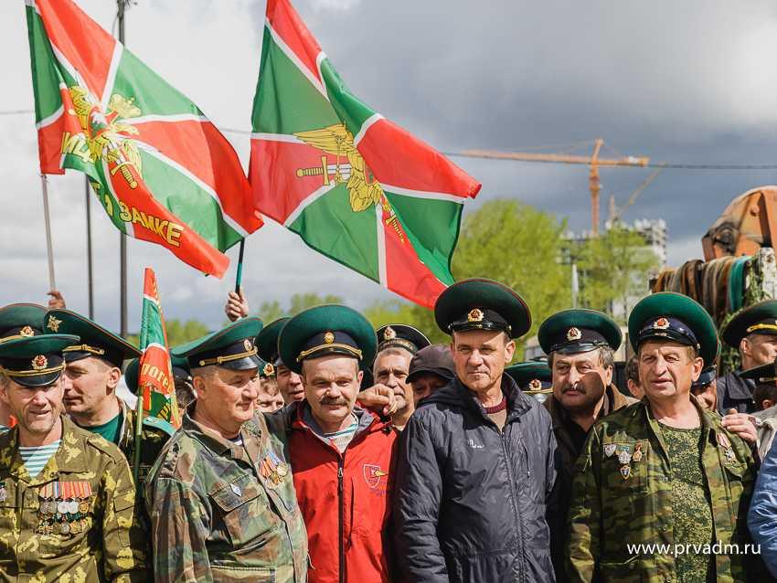 В сквере боевой славы открыли памятный знак воинам-пограничникам