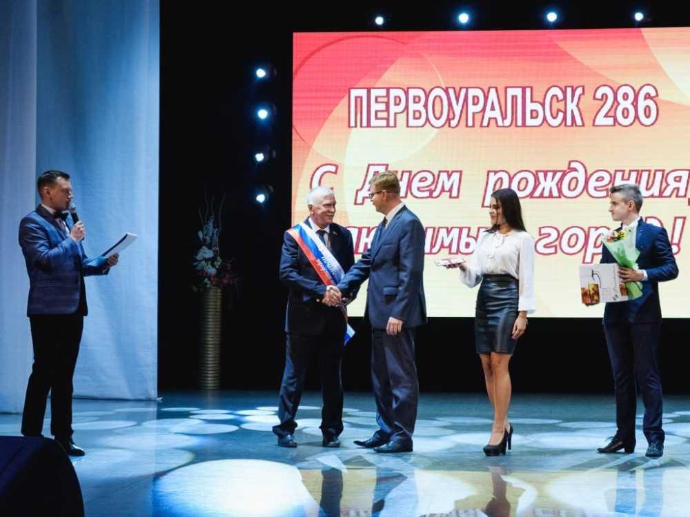 Два первоуральца получили удостоверения звания «Почетный гражданин»