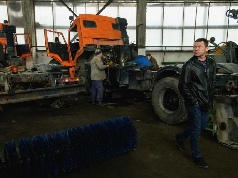 Специалисты ЖКХ переоборудовали технику для работы в зимний период