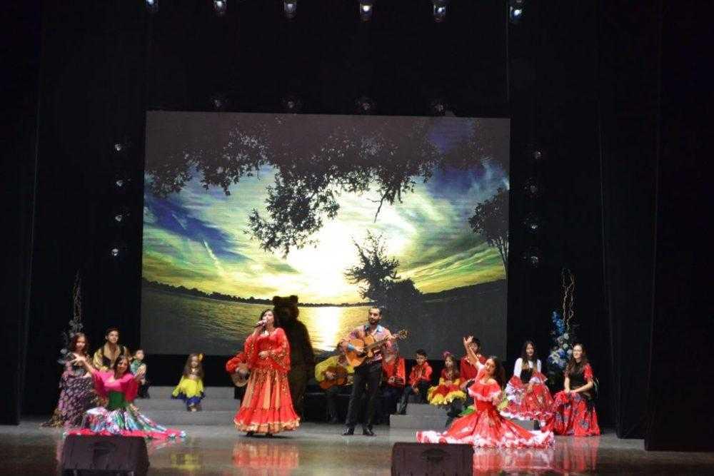 В Первоуральске прошел уникальный фестиваль цыганского искусства