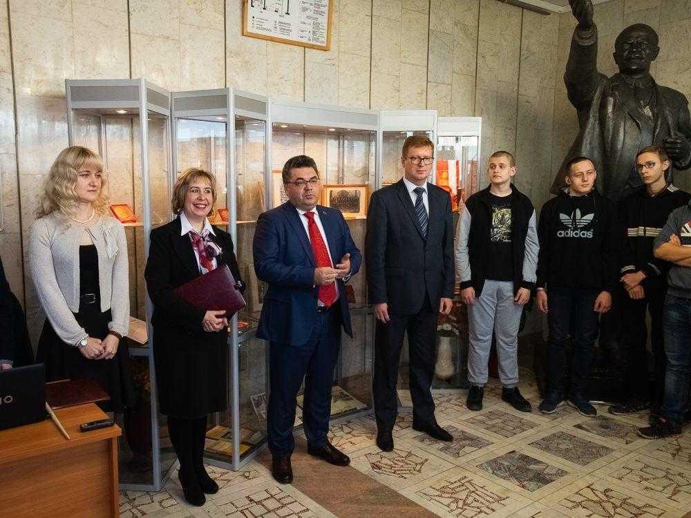 В Первоуральске открылась выставка к 100-летию ВЛКСМ