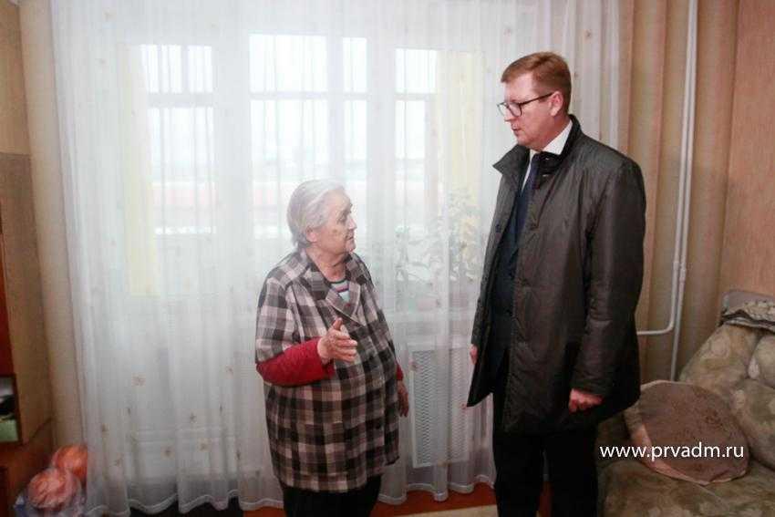 Глава Первоуральска лично убедился, что во все дома города подано тепло