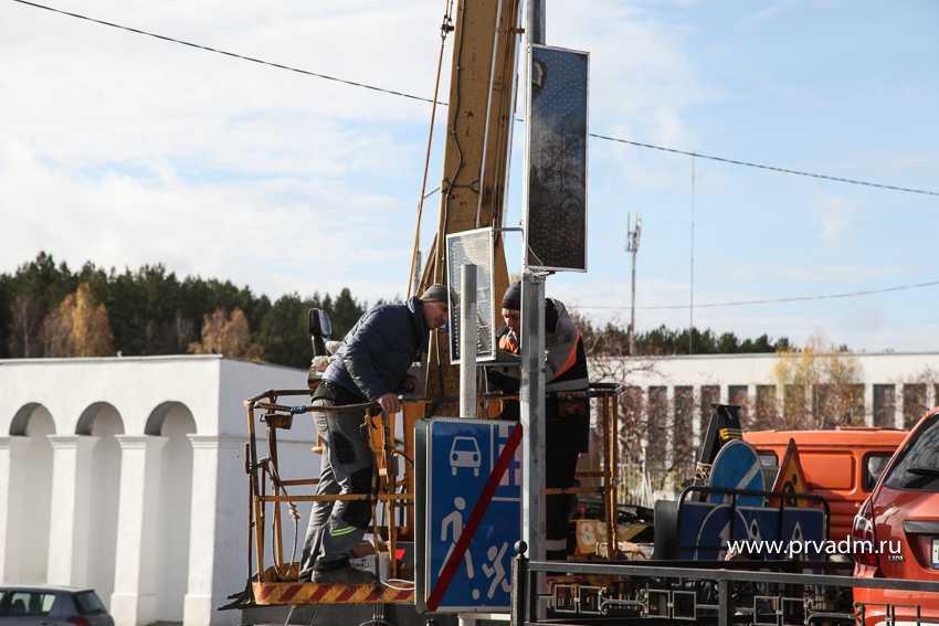 Возле стадиона «Уральский трубник» в Первоуральске установили светофор