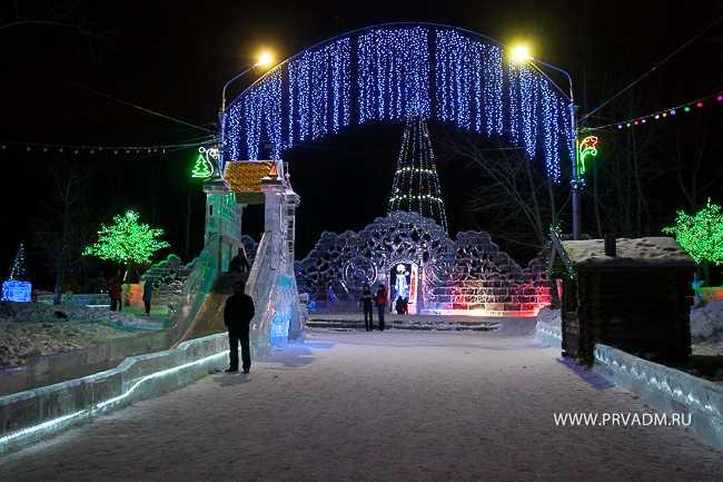 В Первоуральске готовятся к открытию 13 новогодних городков