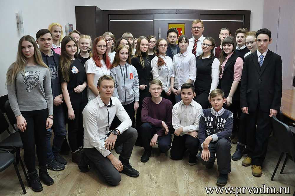 Глава города Игорь Кабец «выключил» чиновника и поговорил с молодежью о личном