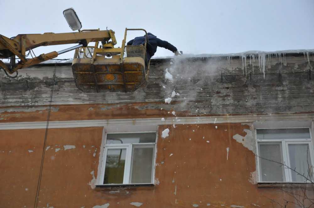 Замглавы Артур Гузаиров обязал управляющие компания в короткие сроки почистить дворы