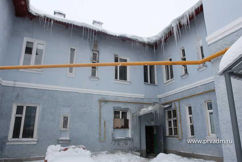 Глава Первоуральска дал поручение принять меры по устранению последствий инцидента в доме на Энгельса