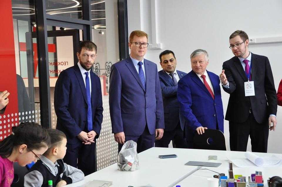 Легенда шахматного спорта Анатолий Карпов сыграл партию в Первоуральске