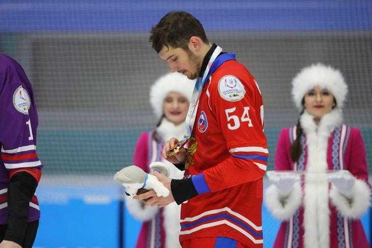 Игорь Кабец поздравил первоуральских спортсменов с «золотом» XXIX Всемирной зимней Универсиады