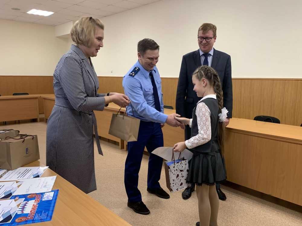 В Первоуральске наградили победителей конкурса социальной антикоррупционной рекламы