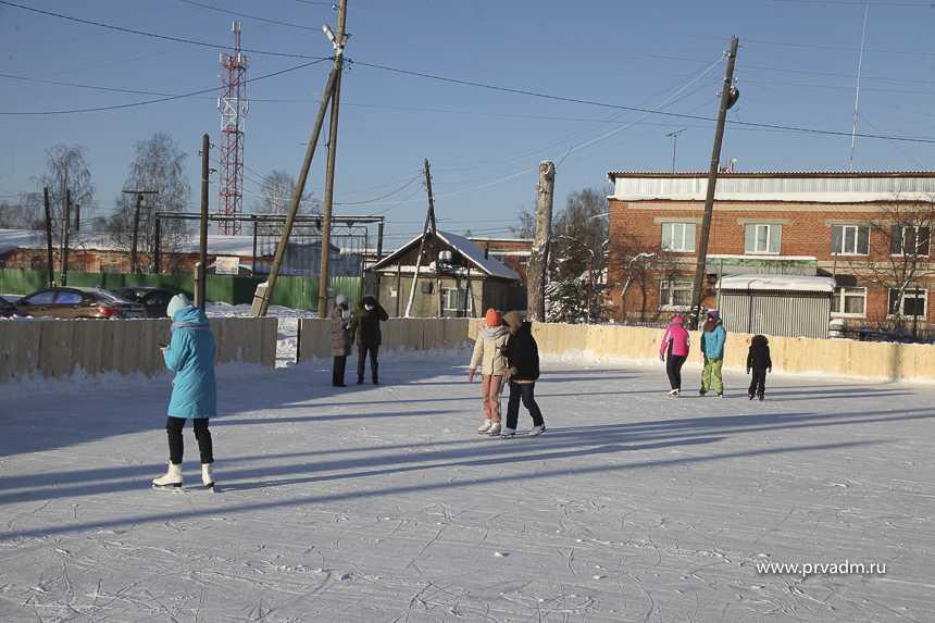 В Новоалексеевке появился ледовый корт