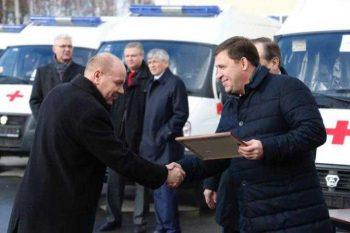 Евгений Куйвашев подарил два автомобиля скорой помощи