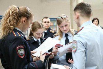 Первоуральских выпускников приглашают на обучение в вузы МВД