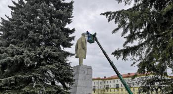 В День рождения Ленина на главной площади Первоуральска обновляют памятник