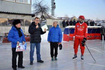 Игорь Кабец наградил хоккеиста Николая Конькова почетной грамотой главы