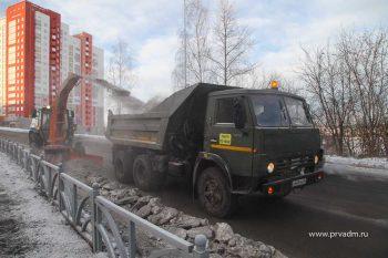 Более 10 тысяч кубов снега вывезли из Первоуральска за каникулы
