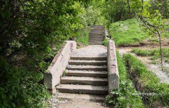 В Первоуральске реконструируют шесть лестничных спусков