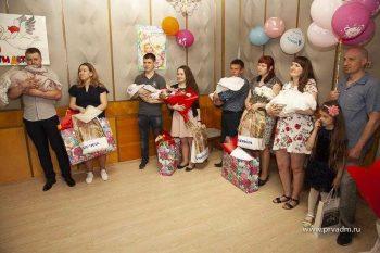 В Первоуральске новорожденных и их родителей поздравили с Днем Защиты детей
