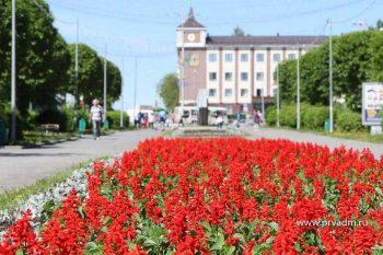 В центре Первоуральска приступили к высадке цветов