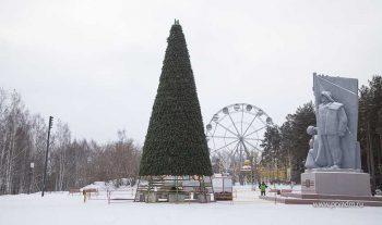 В Парке новой культуры уже поставили новогоднюю ёлку