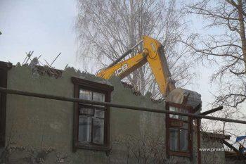 На улице Горняков снесли ветхий дом