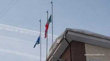 В Первоуральске в связи с трауром приспущены государственные флаги