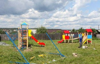 На Самстрое в Первоуральске установили новую детскую площадку
