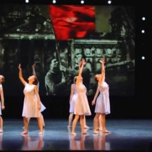 """К 9 мая творческие студии и актеры театра """"Вариант"""" подготовили праздничный онлайн -концерт"""