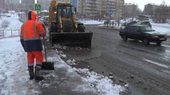 В Первоуральске продолжается работа по ликвидации последствий снегопада