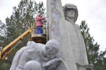 Ко Дню Победы в Первоуральске приводят в порядок памятники