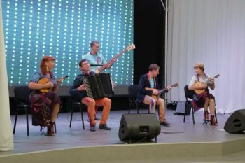 Артисты свердловской музкомедии выступили в Первоуральске