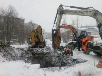 """""""Водоканал"""" устраняет коммунальную аварию на улице Строителей"""