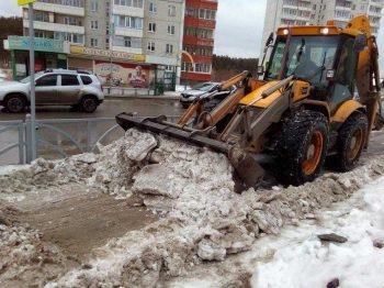 Только за ночь коммунальщики вывезли почти тысячу кубометров снега