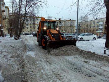 Очистка дворов в Первоуральске идет по графику