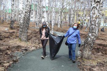 После субботников с улиц Первоуральска вывезли больше 2 тысяч кубометров мусора