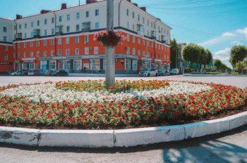 Центральную площадь украсили цветами