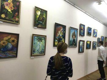 В Музее истории ПНТЗ открылась новая художественная выставка