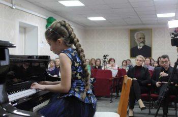 Первоуральская детская художественная школа и детская школа искусств ведут набор на новый учебный год