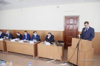 Глава Первоуральска Игорь Кабец представил депутатам отчет о работе за 2020 год