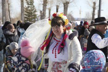 Первоуральцы отпраздновали Широкую Масленицу. Фото