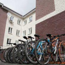 У администрации города обустроена парковка для велосипедов