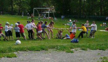 Накануне 94 первоуральских школьника отправились в санаторий «Дюжонок» отдыхать и учиться