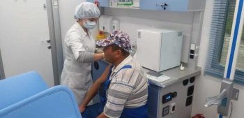 Первоуральцы могут поставить прививку от гриппа в поликлинике или мобильном ФАПе
